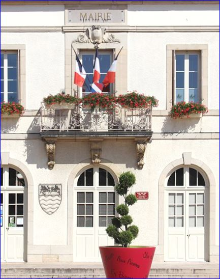 Marsannay-la-Cote France  city photos gallery : Façade de la mairie, détail d'une photo sur le site de la commune ...